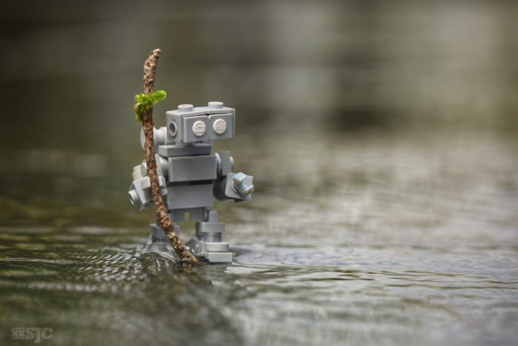 Robot walking on water (2015-10-15-1320)
