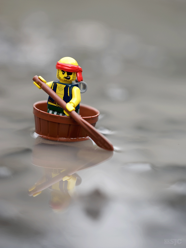 Pirate-stranded-legograpy-xxsjc-rowing